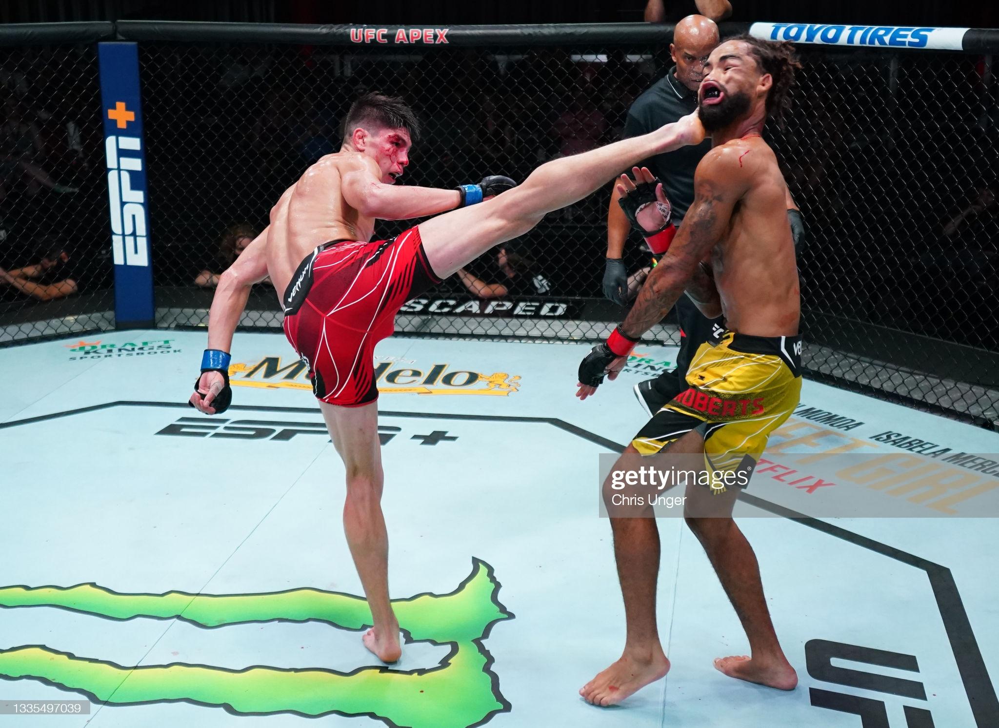 Ufc Fight Night: Roberts V Bahamondes : News Photo